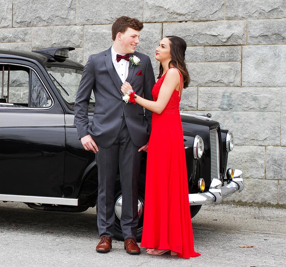 Hero image of happy couple with classic car. Photo © 2019 Angimarie Photography | www.angimarie.photography